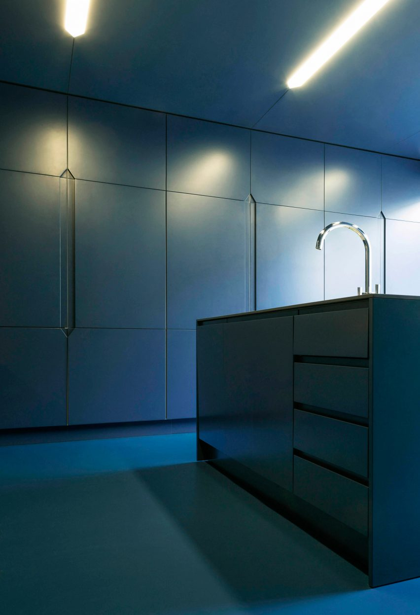 Blue kitchen with resin floor