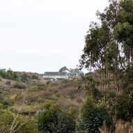 A distant photo outside of SP House by (E)StudioRO in Chile