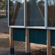 A detail photo of the exterior of SP House by (E)StudioRO in Chile