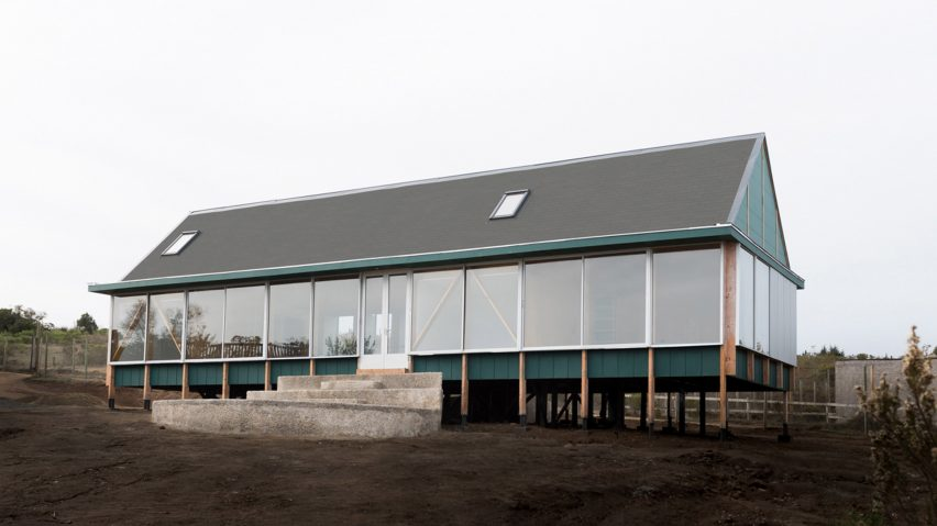 Long elevation of SP House by (E)StudioRO in Chile