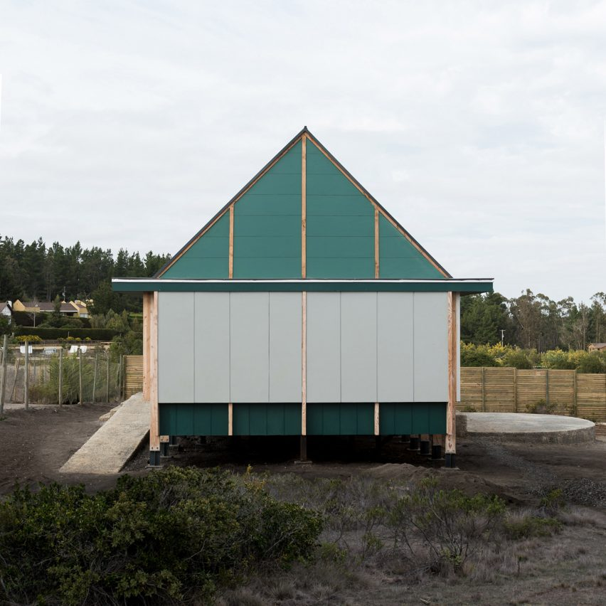 Teal-hued panels enclose timber beach retreat in Chile