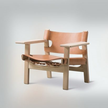 Side view of the Spanish Chair by Børge Mogensen for Danish brand Fredericia