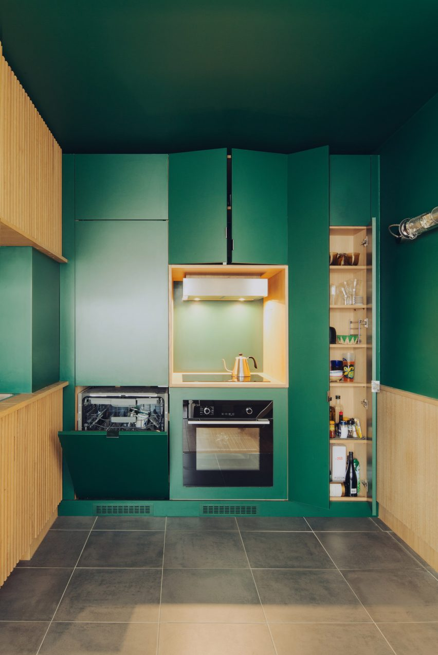 Emerald green kitchen in Paris