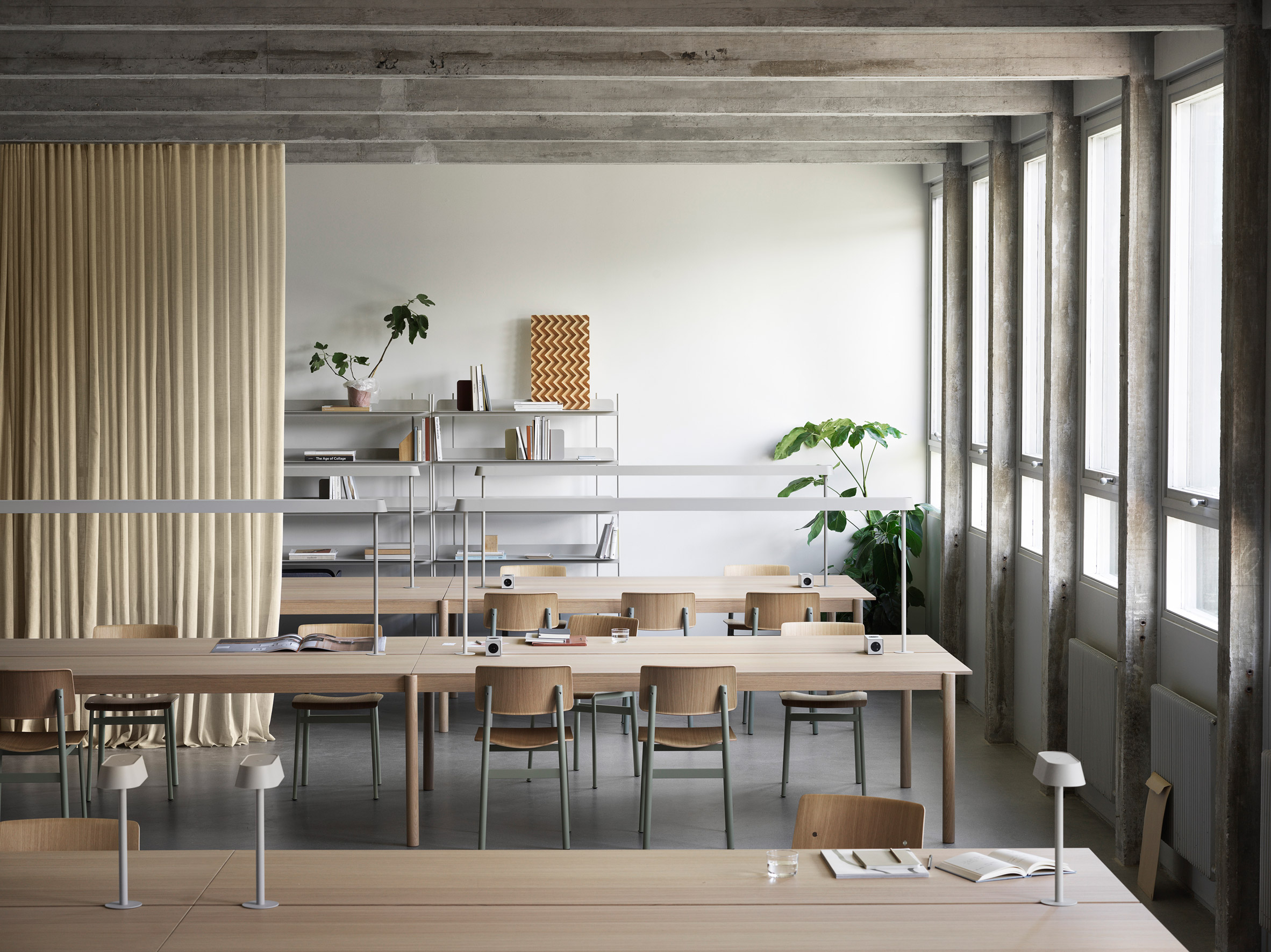Table combination of Thomas Bentzen's The Linear System Series for Muuto