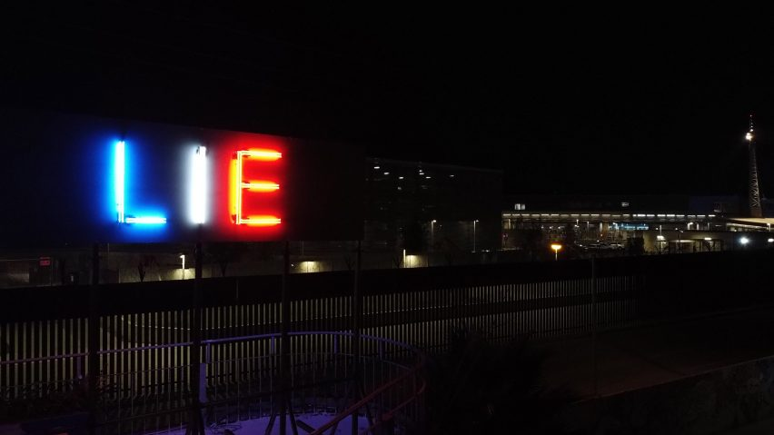 TRUTH/LIE by Stefan Brüggemann is installed at the US-Mexico border