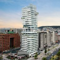 Carlos Zapata completes curved-glass Unique tower in Quito
