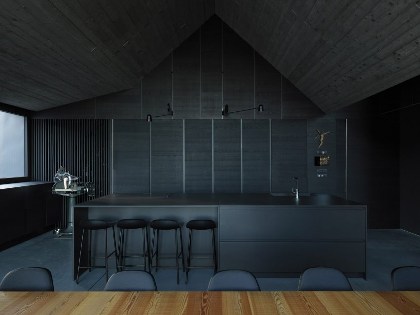 Dark grey kitchen in the Alps