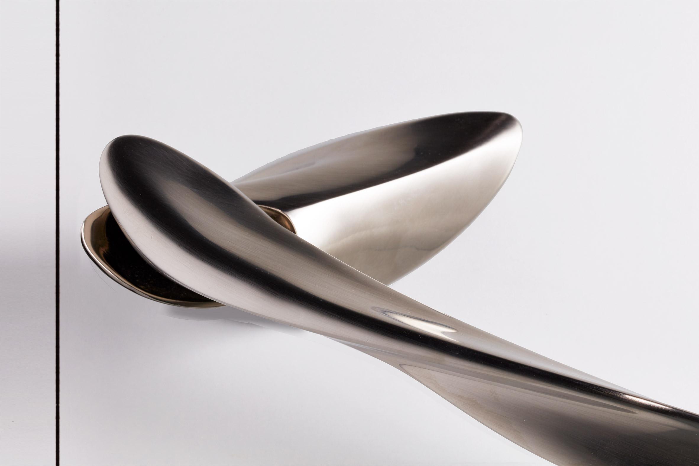 Silver Nexxa door handle by Zaha Hadid Architects and Izé