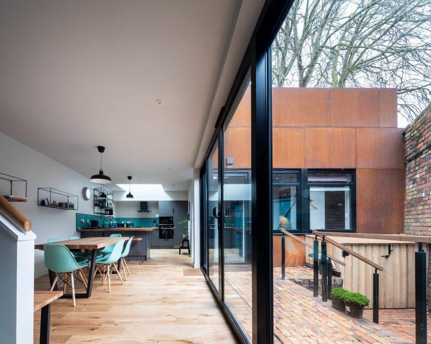 Courtyard house in Bristol