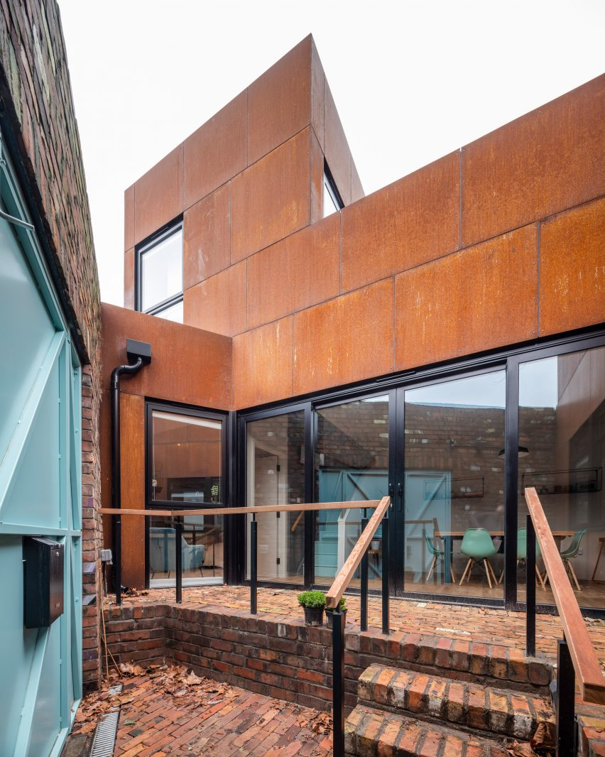 Corten house by Barefoot Architects