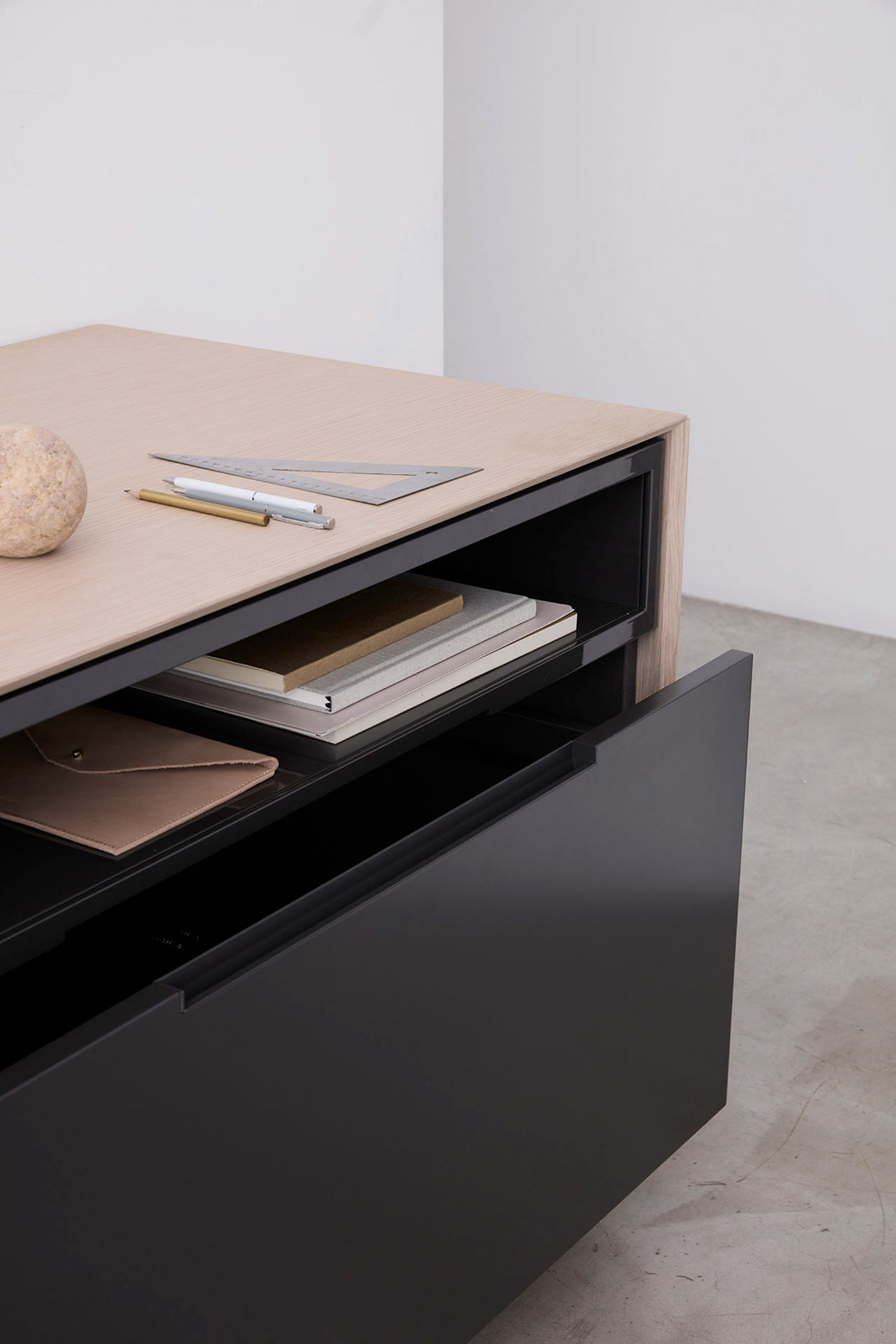 Brera25 desk by Gensler for IOC Project Partners