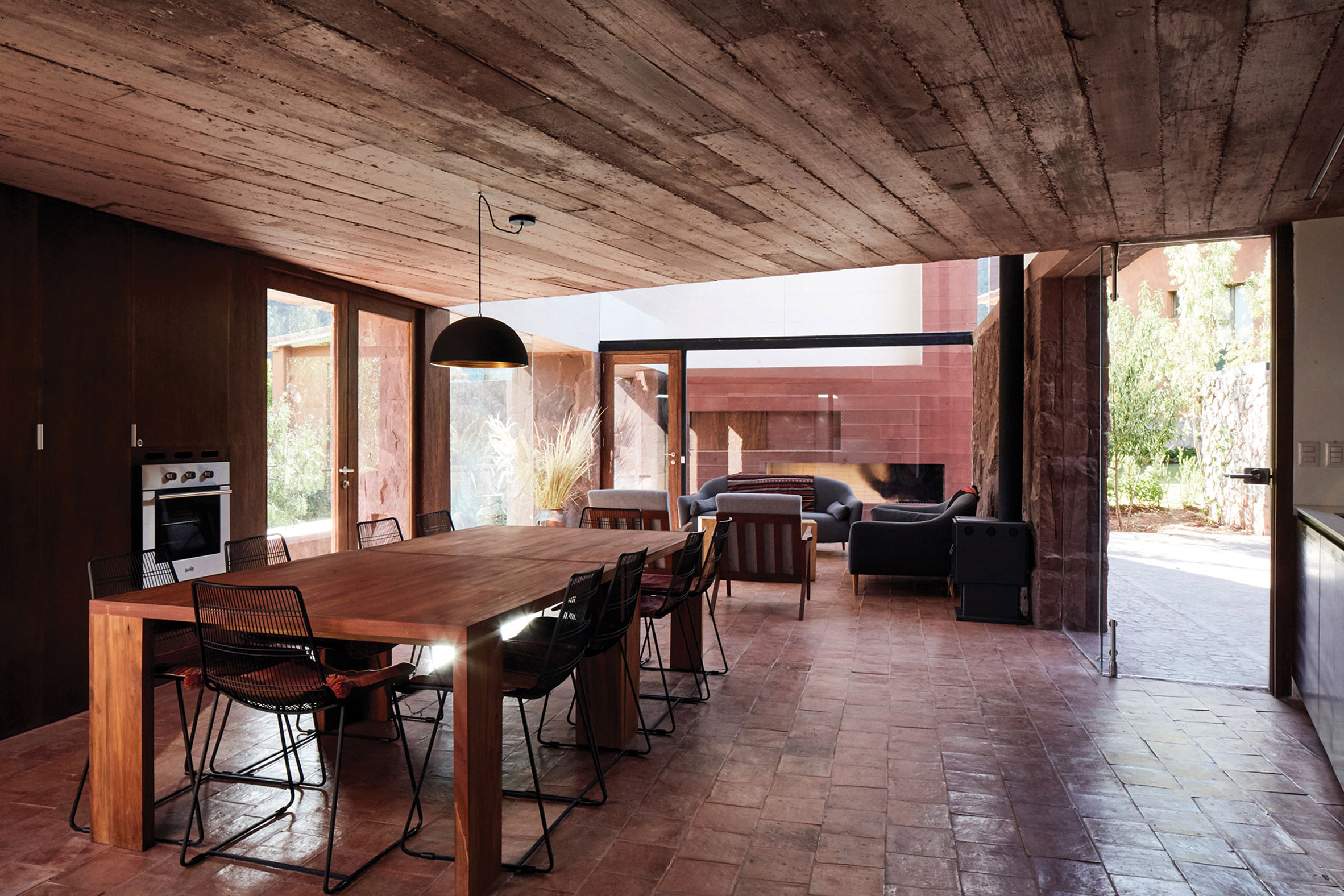 Dining room in Casa Huayoccari by Barclay & Crousse