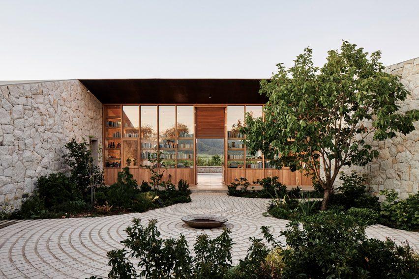 Courtyard Casa Tapihue by Matías Zegers Arquitectos