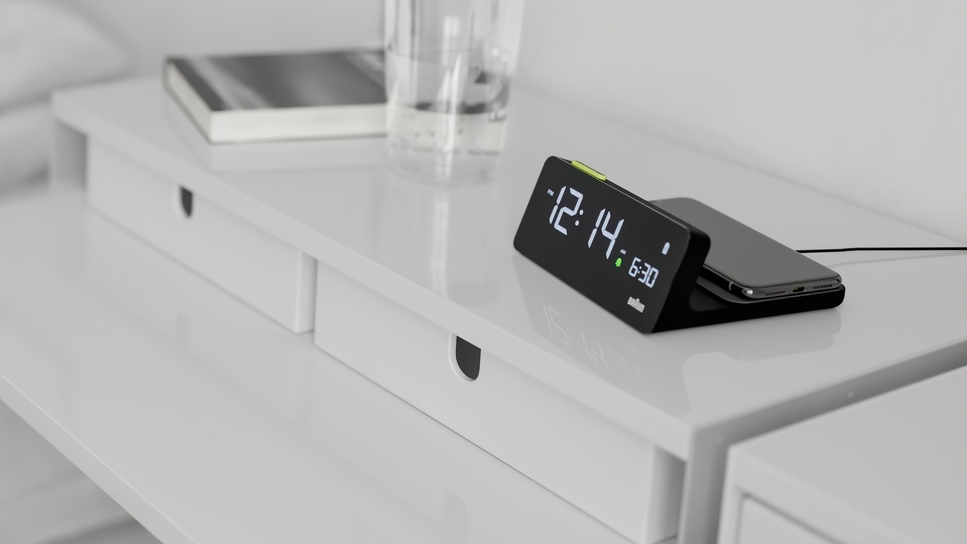 BC21 digital wireless charging clock by Braun