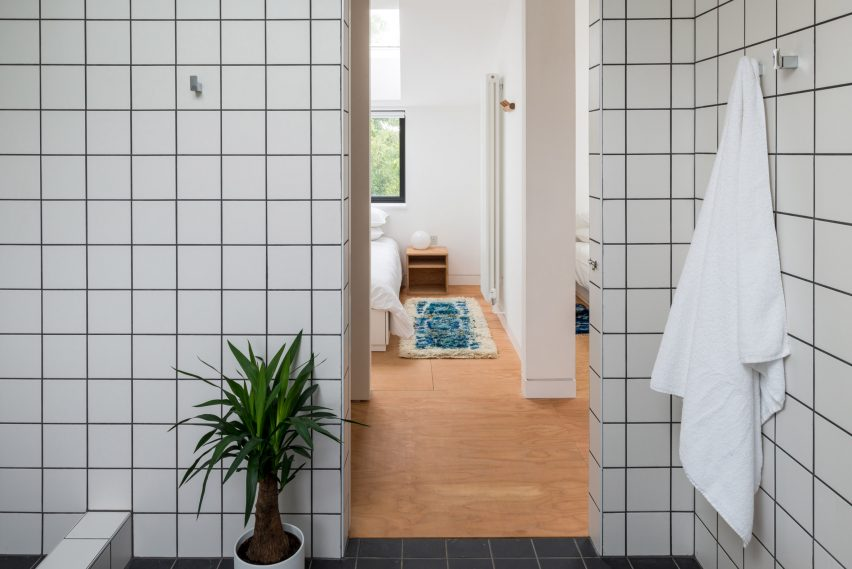 Bathroom in DU18 by Turner Works