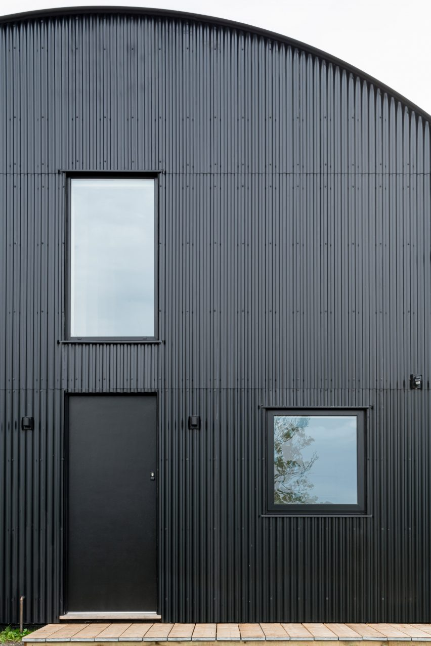 Black steel cladding of DU18 by Turner Works