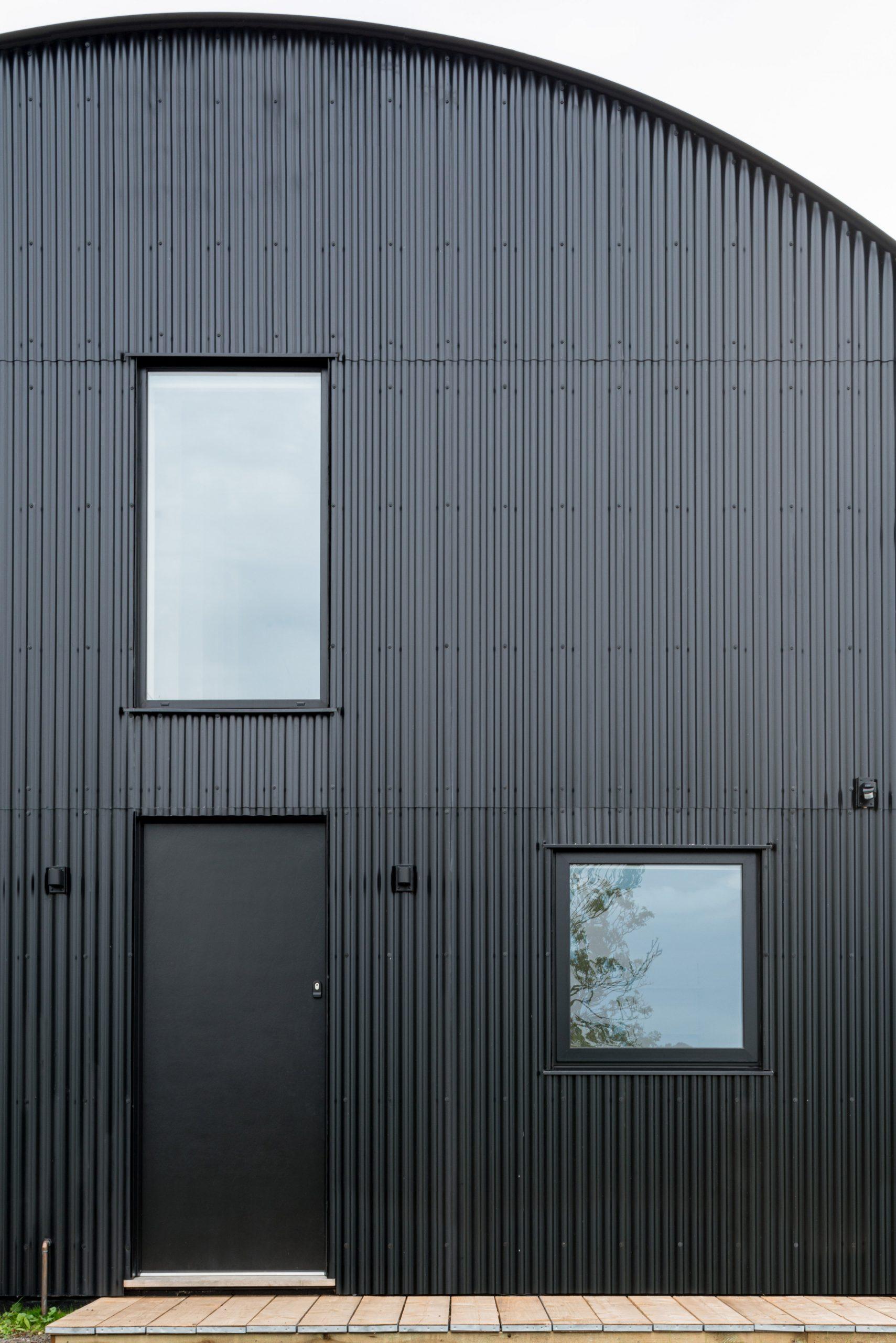 Black steel cladding of DU18 by Turner Works