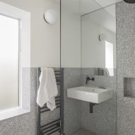 Bathroom of ER Residence by Studio Hallett Ike