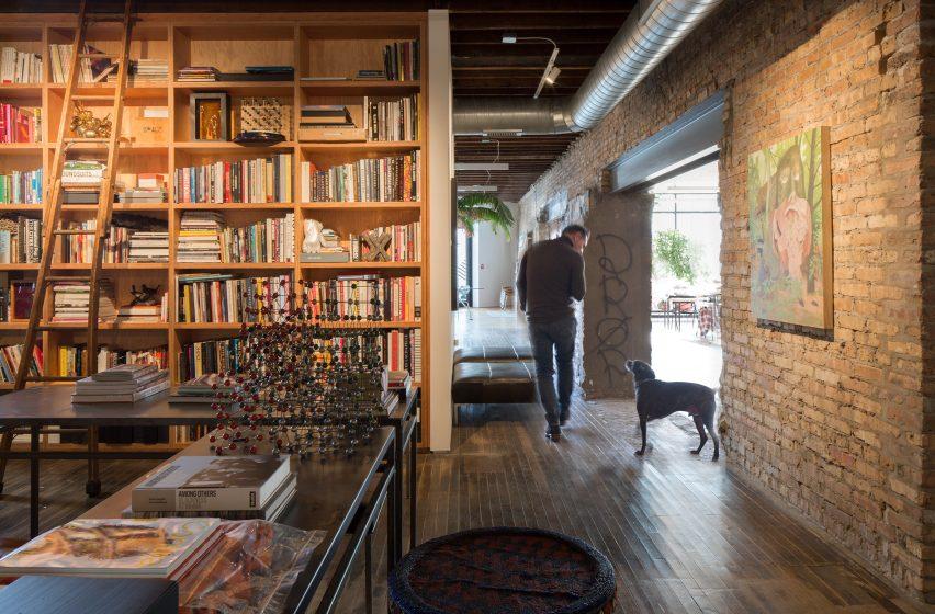 A studio inside Facilty, Chicago, by Carlo Parente