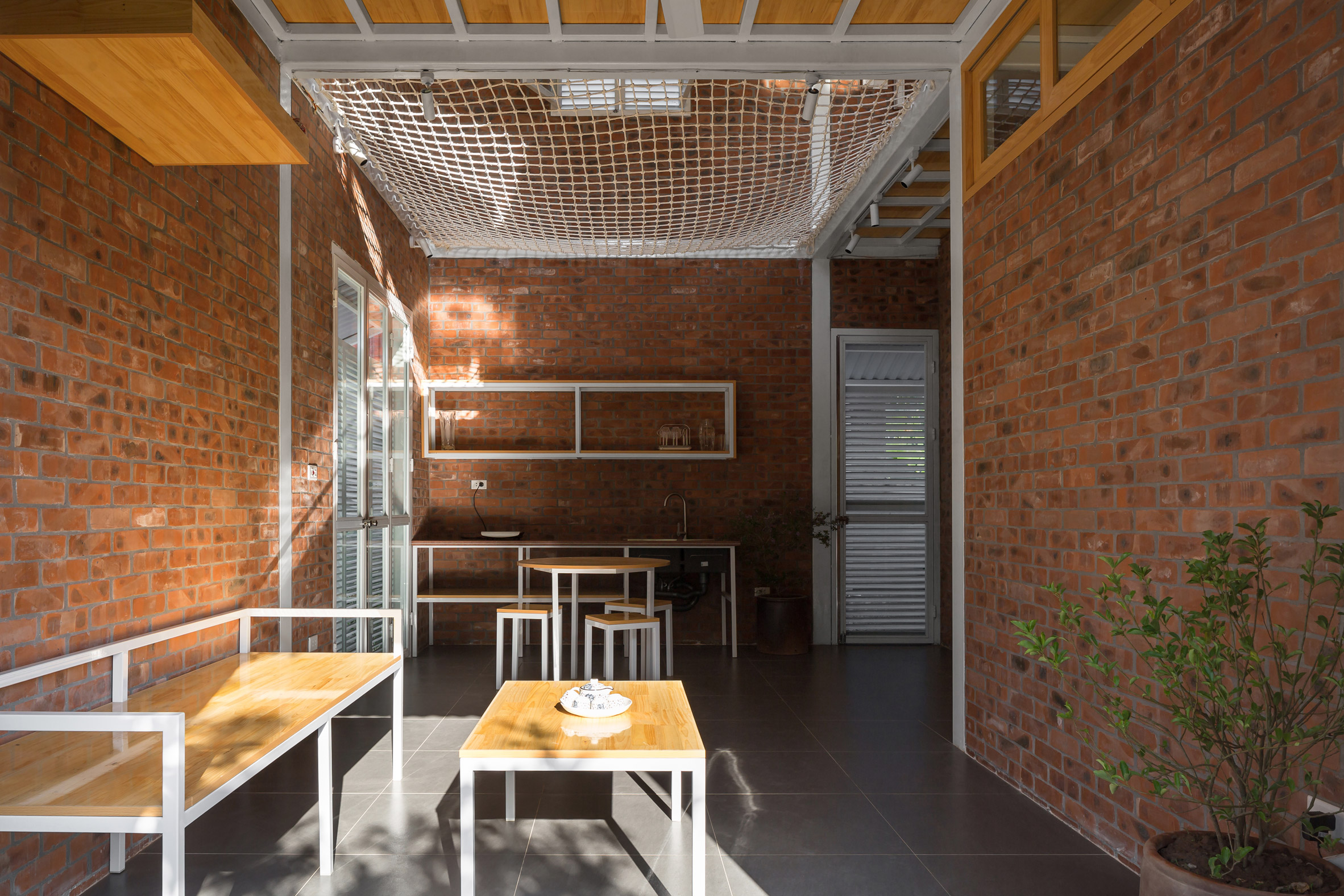 Nets inside the HOUSE by H&P Architects
