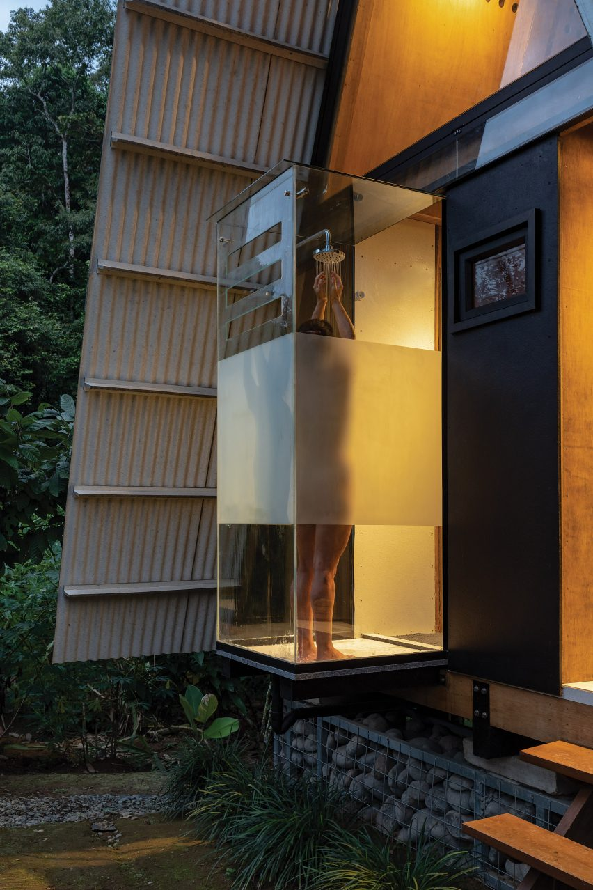 The shower of the Huaira cabin by Diana Salvador and Javier Mera in Ecuador