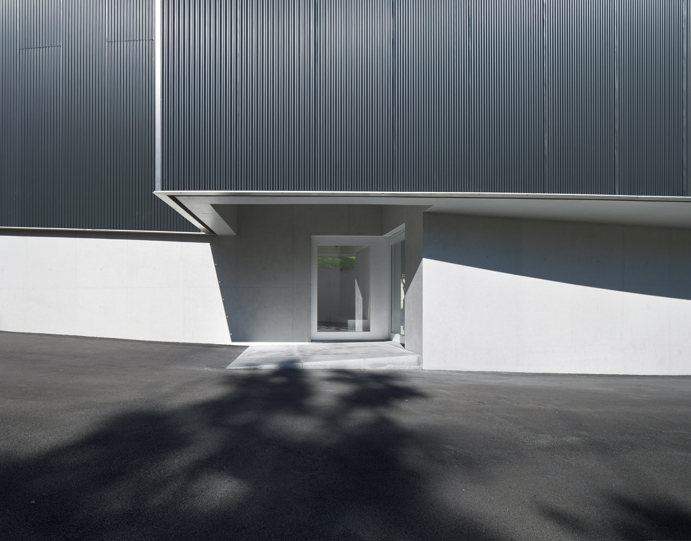 The discreet entrance to the Humao Museum of Art and Education by Álvaro Siza and Carlos Castanheira