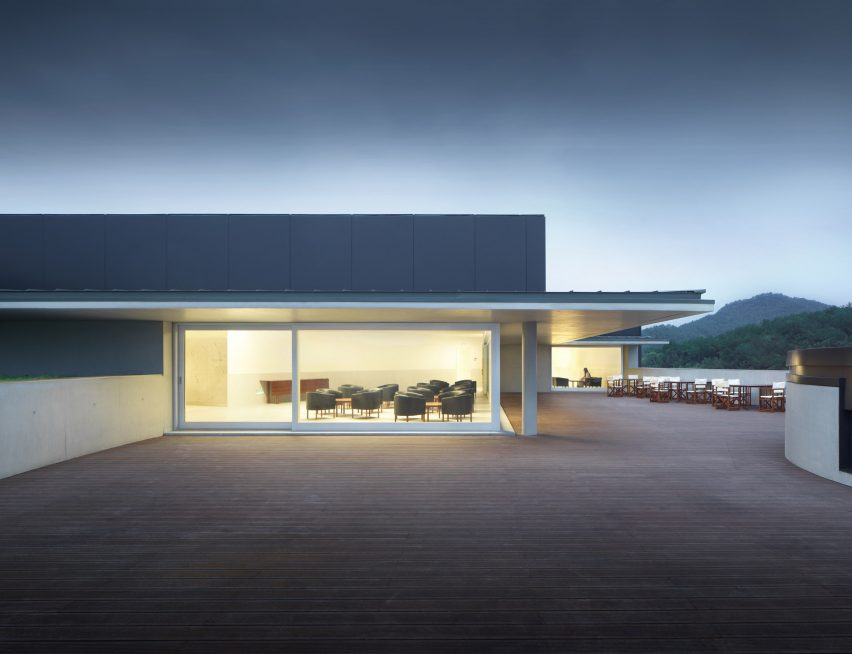 The roof terrace of Huamao Museum of Art and Education by Álvaro Siza and Carlos Castanheira
