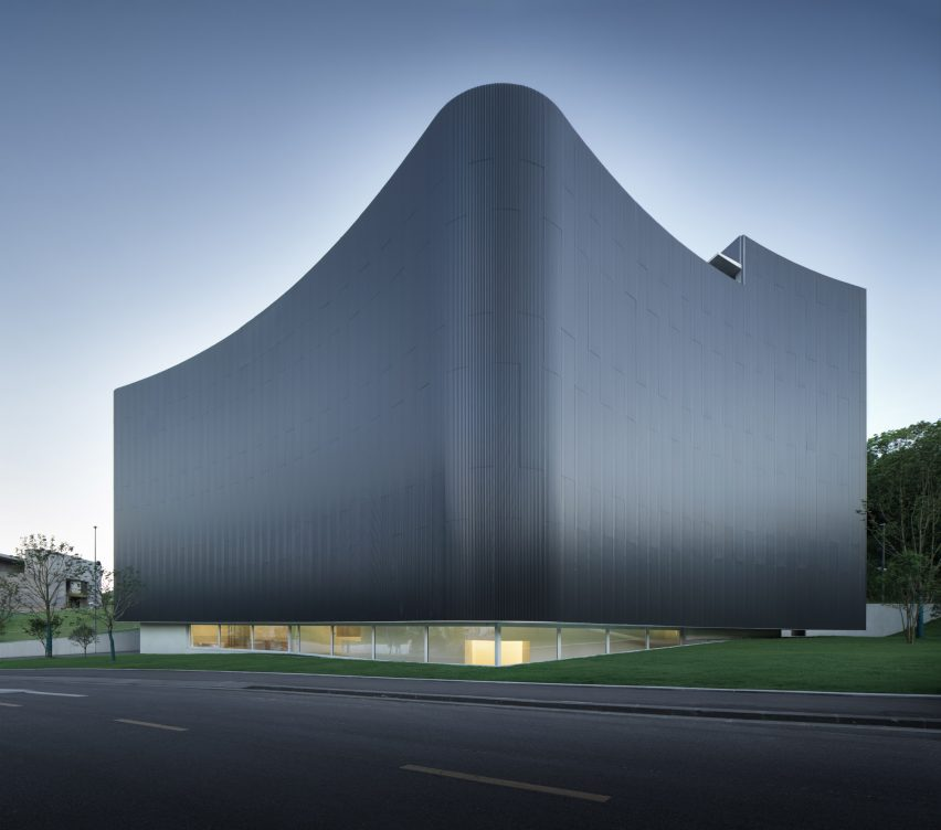 Corrugated metal facade of Huamao Museum of Art and Education by Álvaro Siza and Carlos Castanheira