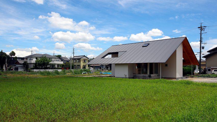 Katsutoshi Sasaki Tops Cross Shaped House With Large Overhanging Roof