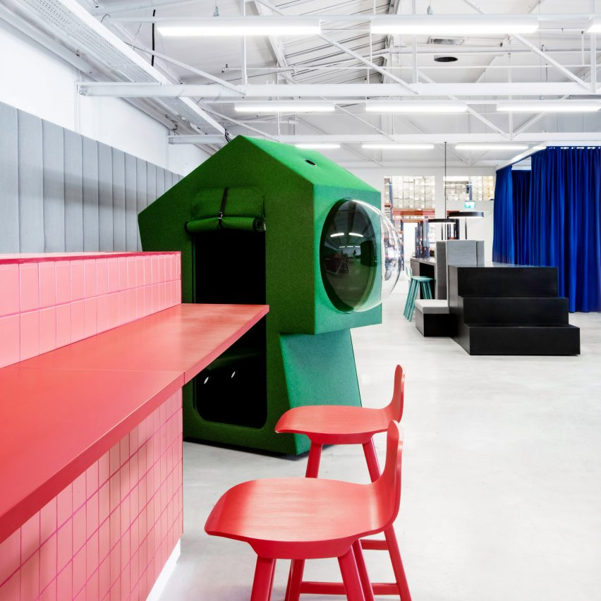 Work capsule and pink bar in LOQI Activity Office by Studio Aisslinger