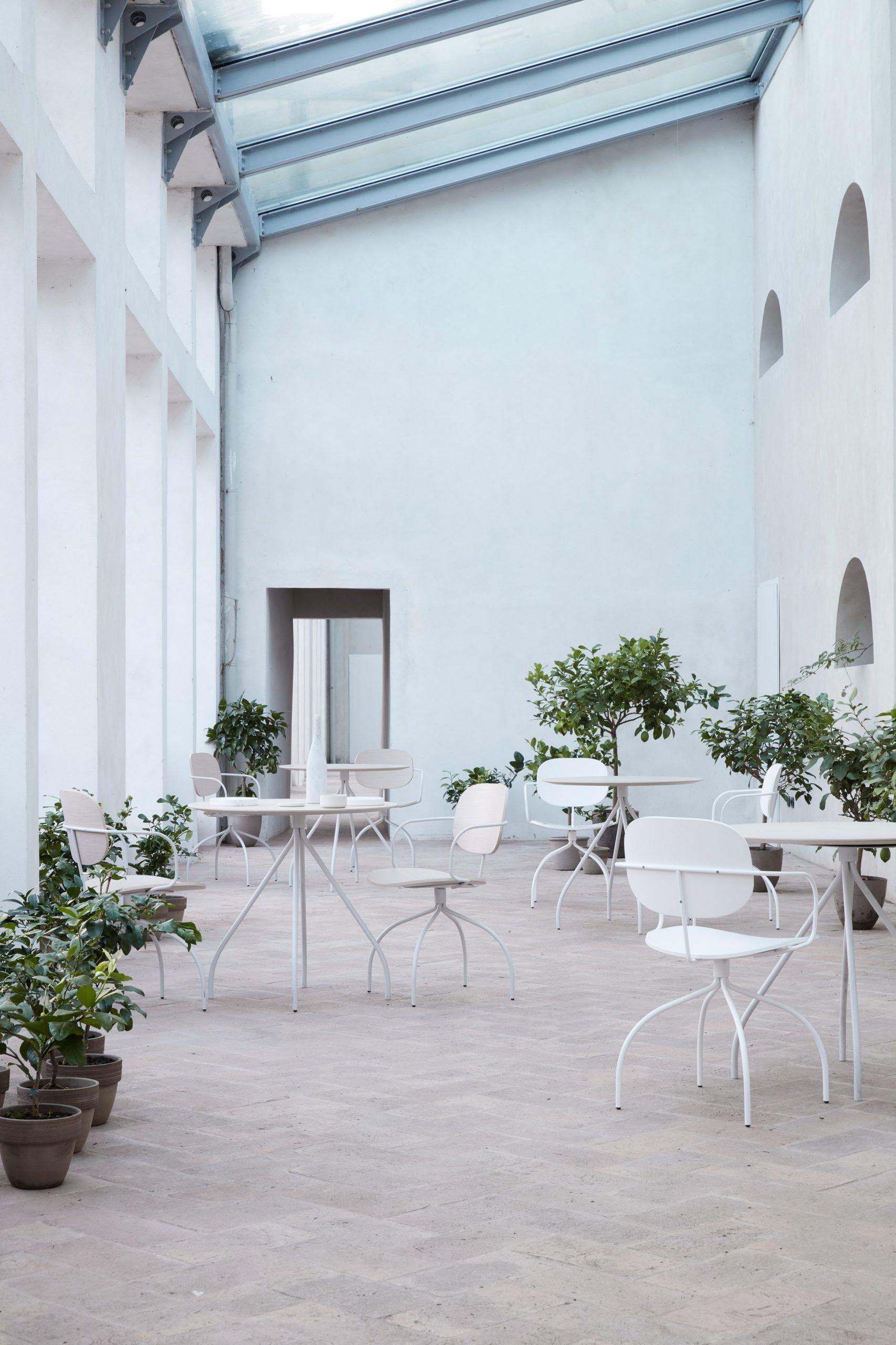 Magenta chair by Raffaella Mangiarotti for IOC Project Partners