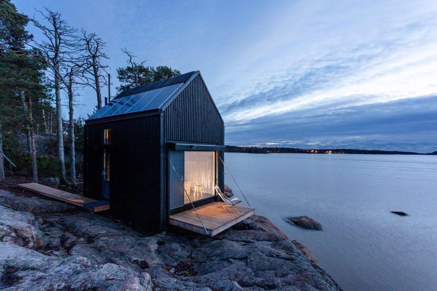 Nighttime view of Majamaja, the off-grid cabin by Pekka Littow