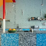 Recycled plastic kitchen in Mountain View by CAN Architecture