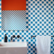 Blue and white tiles in bathroom of Mountain View by CAN Architecture