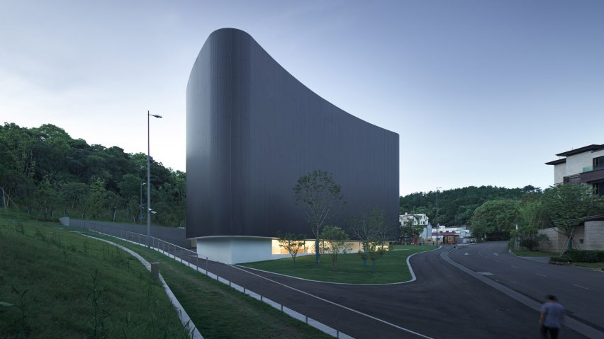 The exterior of Huamao Museum of Art and Education, China, by Álvaro Siza and Carlos Castanheira