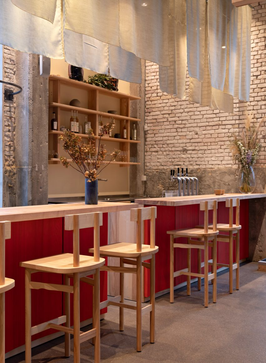 Natural materials in POPL burger restaurant by Spacon & X and e15 for Noma