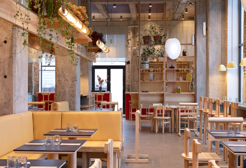 Plant bridge in POPL burger restaurant by Spacon & X and e15 for Noma