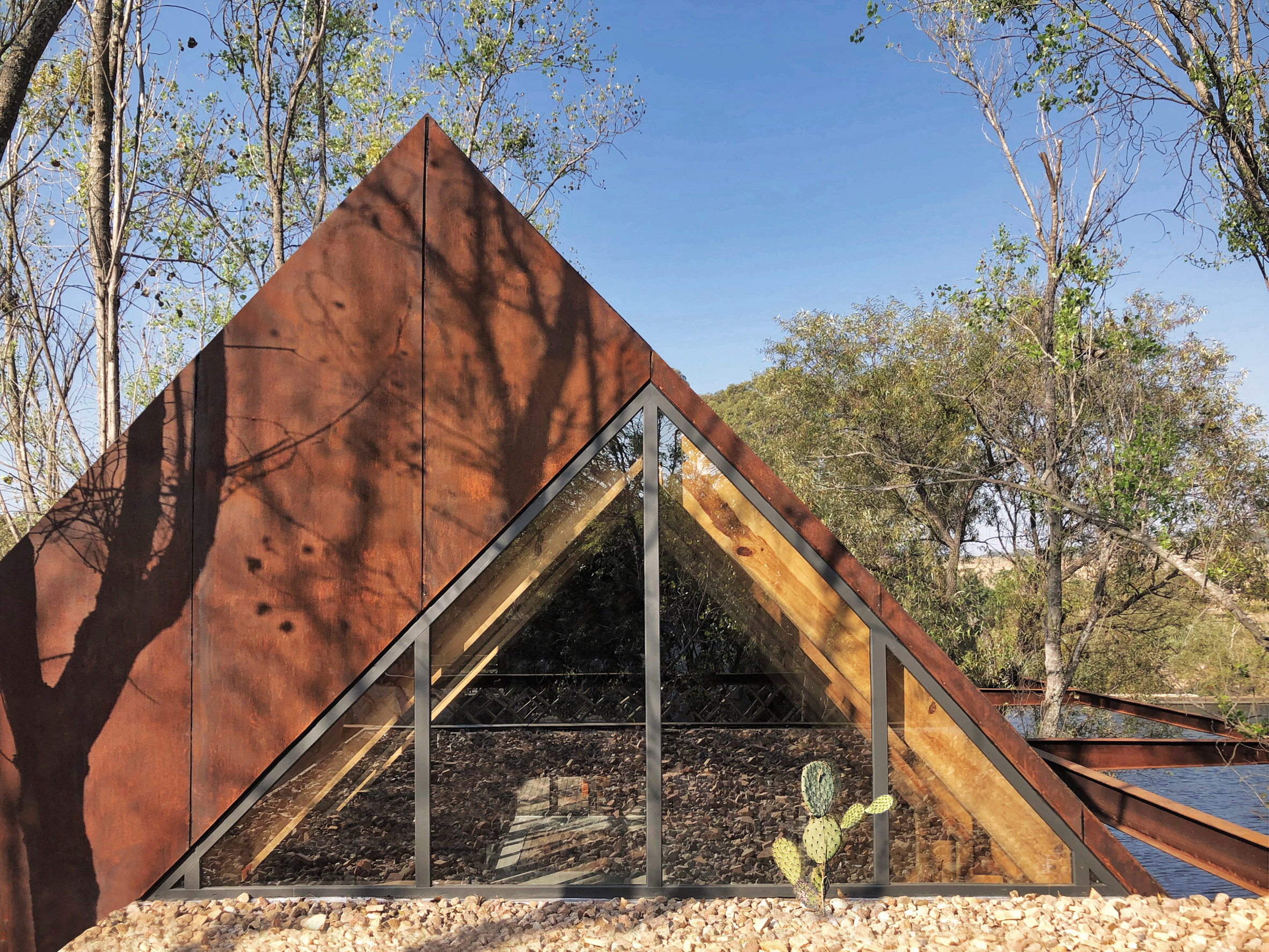 Gabled roofs at Rancho Sierra Allende by Fabián M Escalante H Arquitectos
