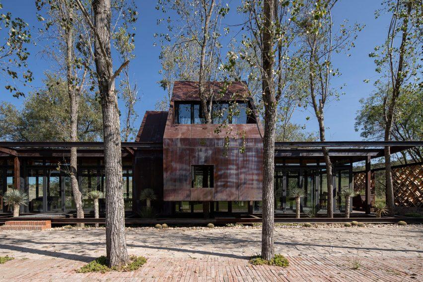 Exterior of Rancho Sierra Allende by Fabián M Escalante H Arquitectos