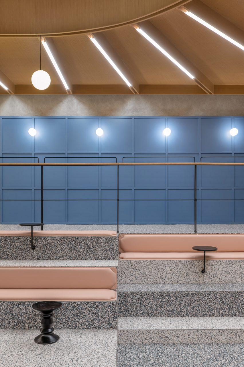 Пятнистые виниловые линии на офисных поверхностях от Linehouse