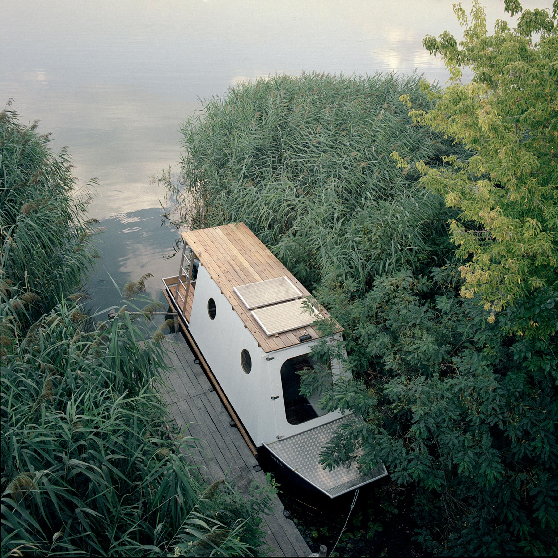 Birdseye view of Sneci houseboat by Tamás Bene