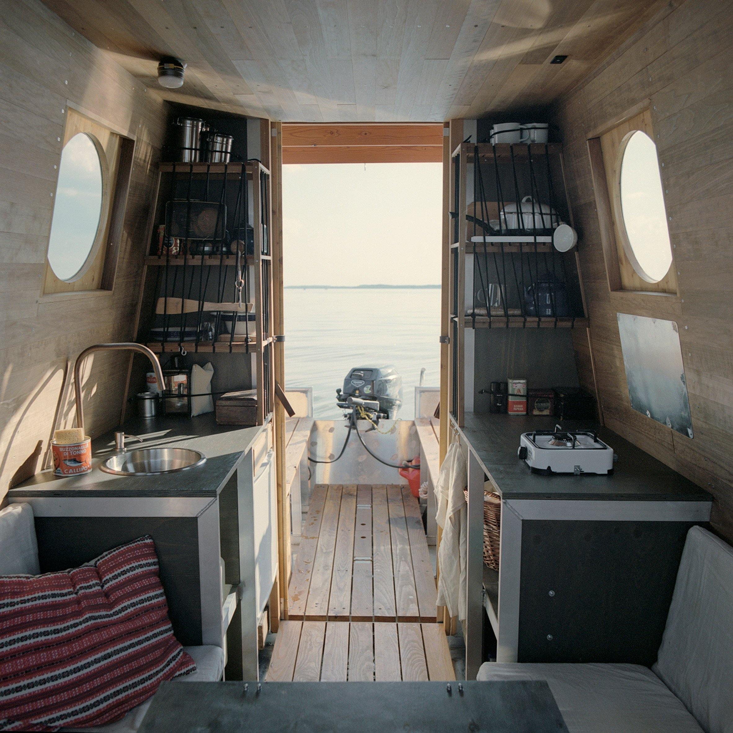 Kitchen of the Sneci houseboat by Tamás Bene