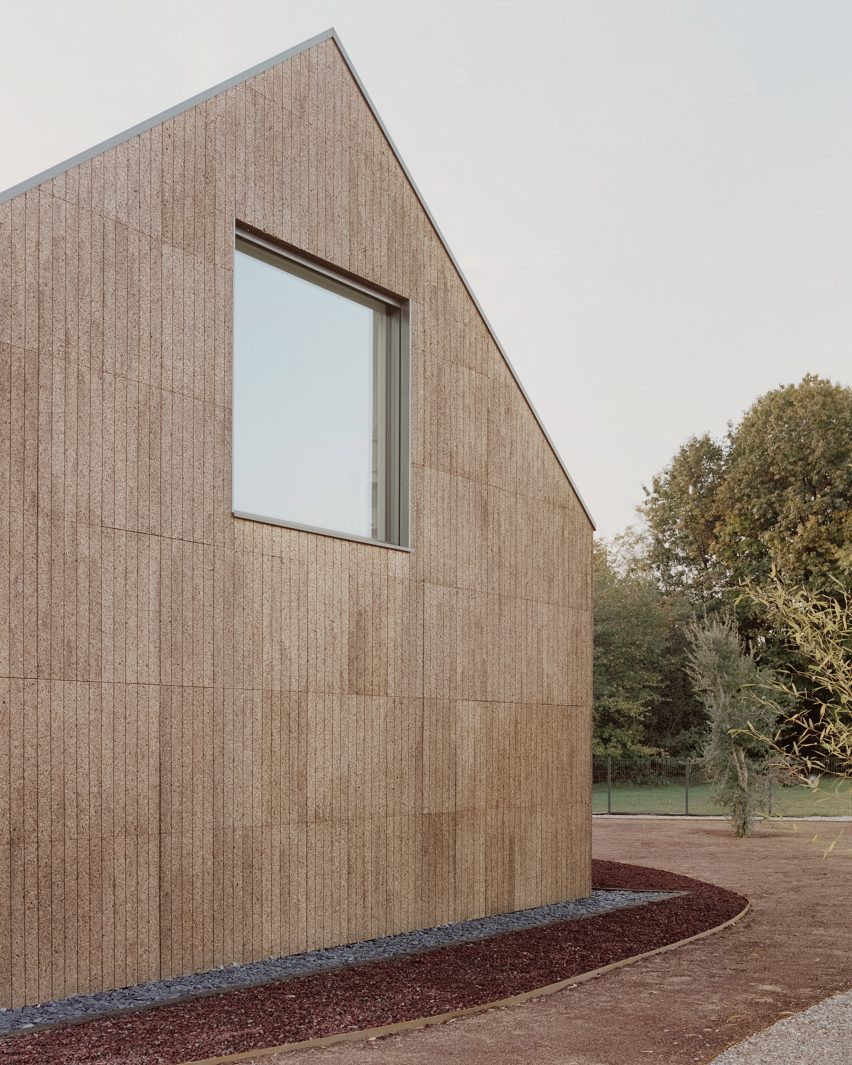 The cork cladding of The House of Wood, Straw and Cork by LCA Architetti