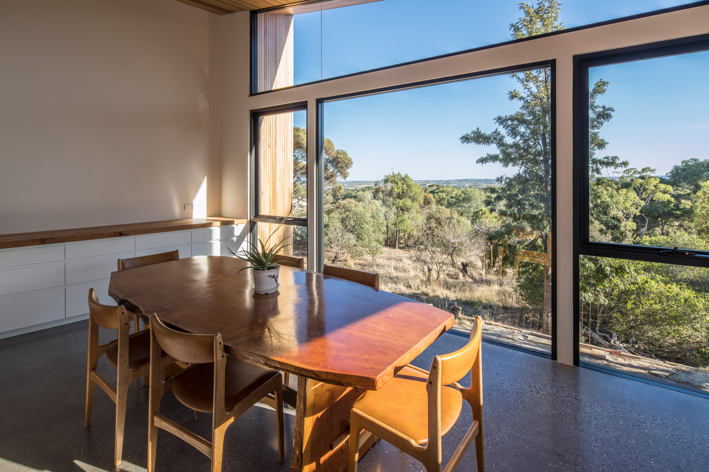 Separate studio in Willunga House by Reuben French-Kennedy