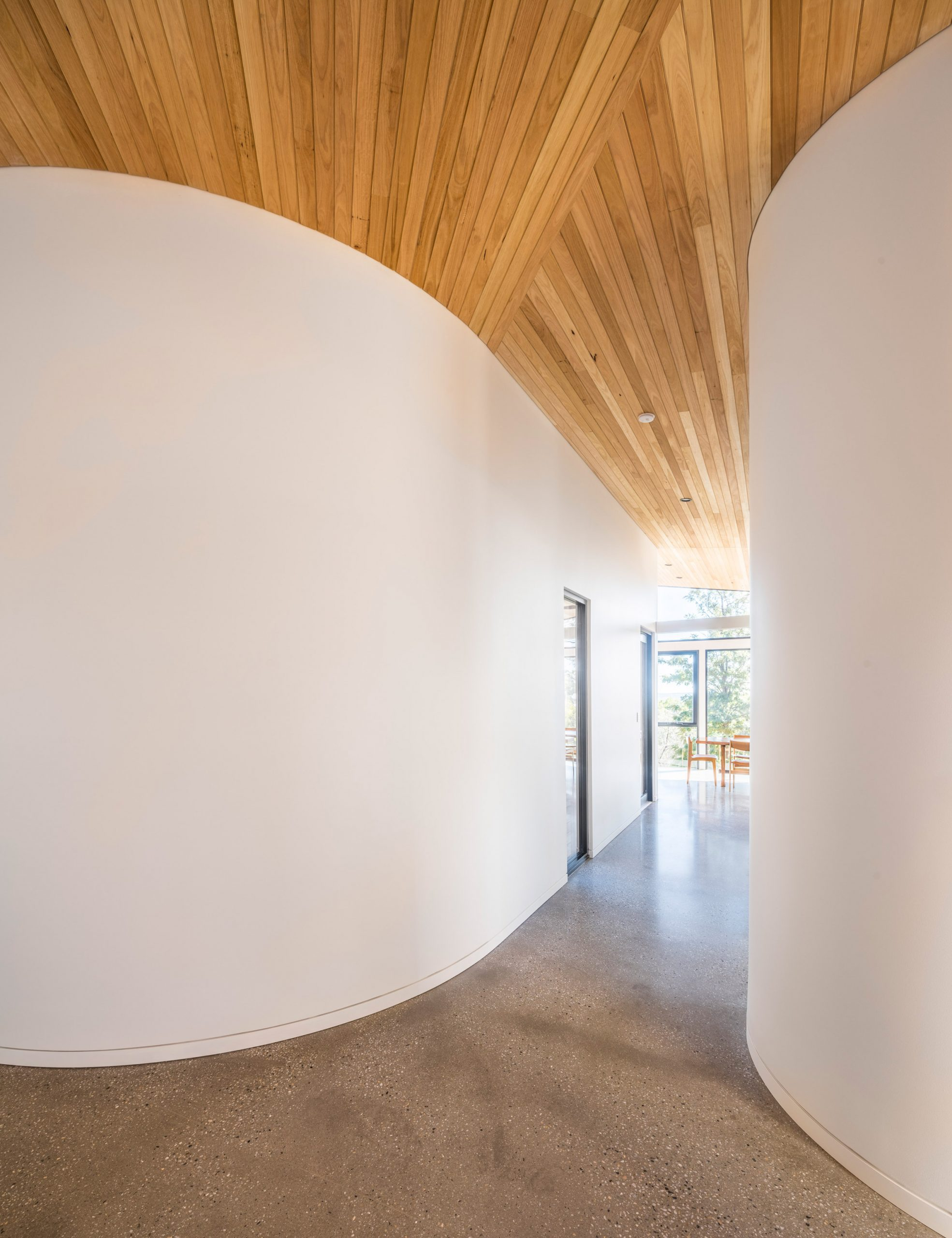Curved walls in Willunga House by Reuben French-Kennedy