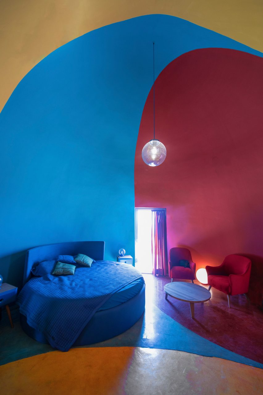 Colourful interiors in Hormuz holiday accommodation