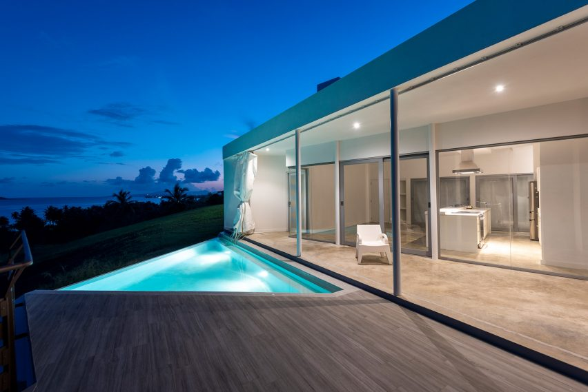 Swimming pool of Casa Flores by Fuster + Architects