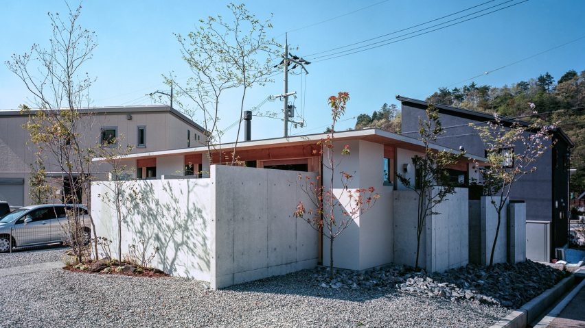 A low-lying concrete house in Japan by FujiwaraMuro Architects