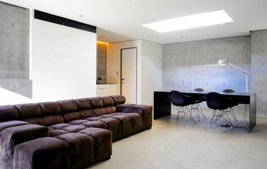 Gerhard Heusch Oak Pass Residence Beverly Hills basement open work and lounge area