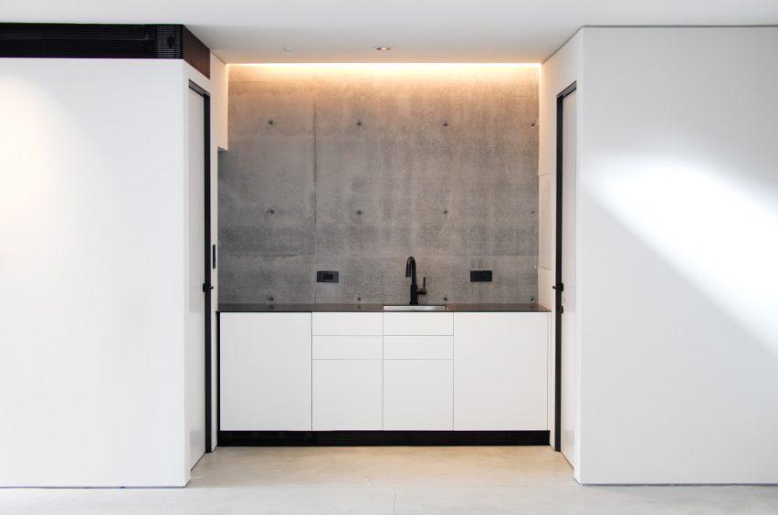 Gerhard Heusch Oak Pass Residence Beverly Hills basement sink